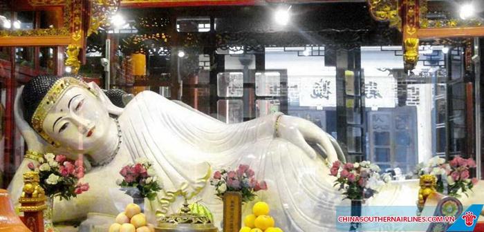 Tượng phật nằm trong Chùa Phật Ngọc - Thượng Hải