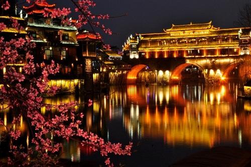 Vẻ đẹp thơ mộng của Phượng Hoàng  cổ trấn
