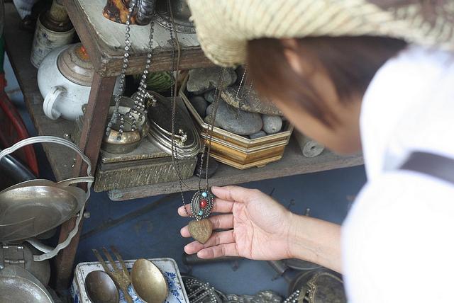 Ghé thăm chợ đồ cổ ở Surabaya