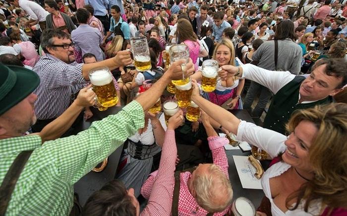 Sôi động lễ hội bia Oktoberfest ở Đức