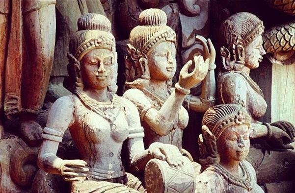 Thăm ngôi đền chân lý bằng gỗ ở Thái Lan