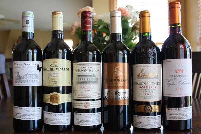 những chai rượu vang đỏ với rất nhiều chủng loại