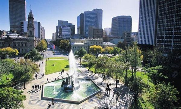 Rất nhiều công viên xanh bao quanh thành phố