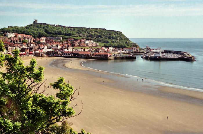 với Scarborough - nơi có khu nghỉ dưỡng cạnh biển đầu tiên của nước Anh với hai bãi cát tuyệt đẹp để bạn tha hồ nằm phơi nắng.