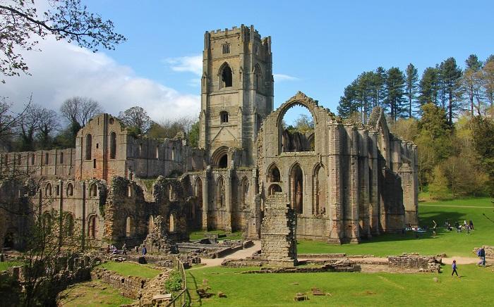 Ngoài ra Scarborough còn sở hữu vô số các lâu đài cổ trong vùng dành cho những người muốn khám phá lịch sử.