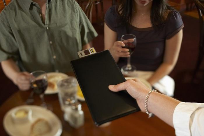 Những lưu ý khi ăn uống ở Pháp