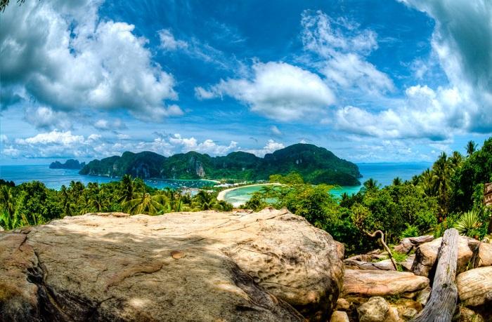 quần đảo Phi Phi như một điểm nhấn cho bức tranh đầy sắc màu của Phuket thêm toàn vẹn