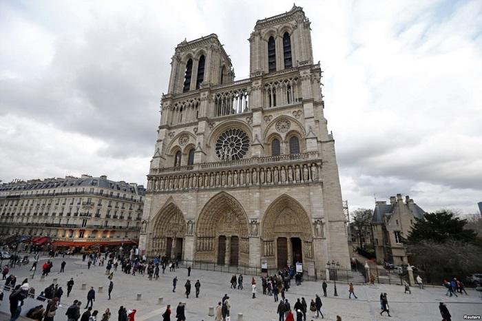 Nhà thờ Đức Bà Paris cổ kính