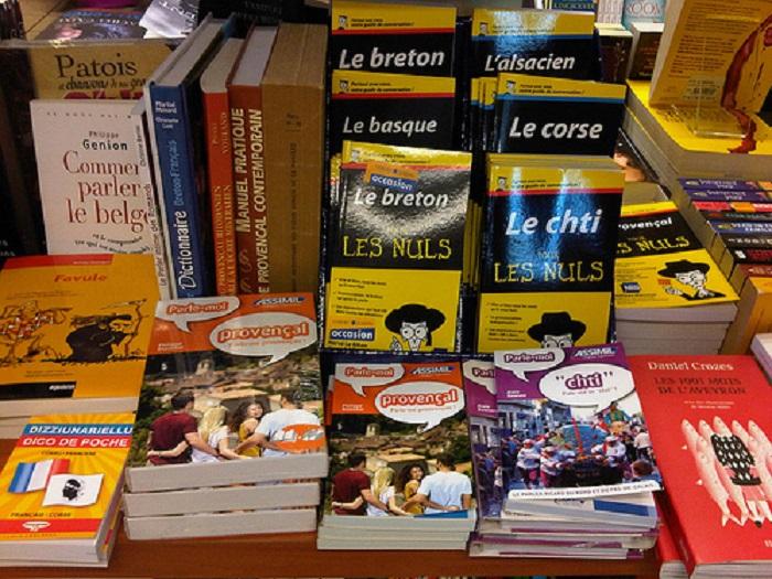 du khách có thể dễ dàng tìm thấy những đầu sách thuộc hàng best-seller trên thế giới