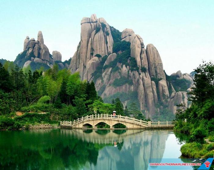 Núi Bạch Vân