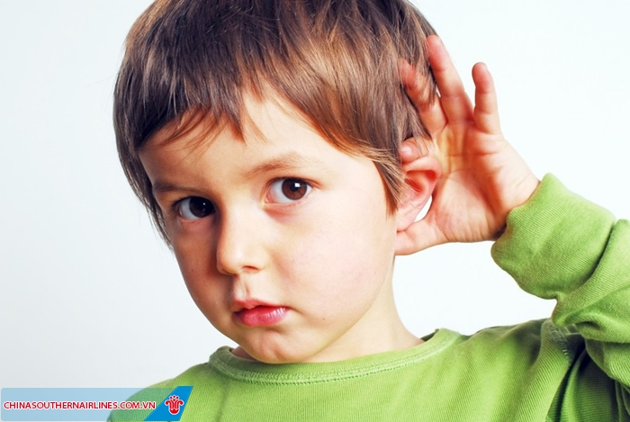 Người khiếm thính đi máy bay