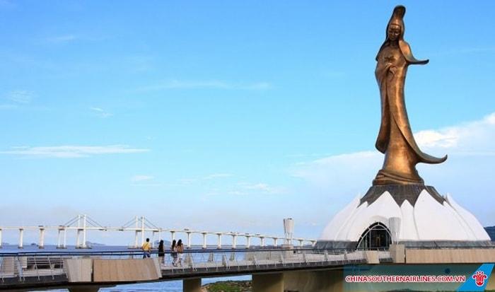 Bức tượng Kun Lam