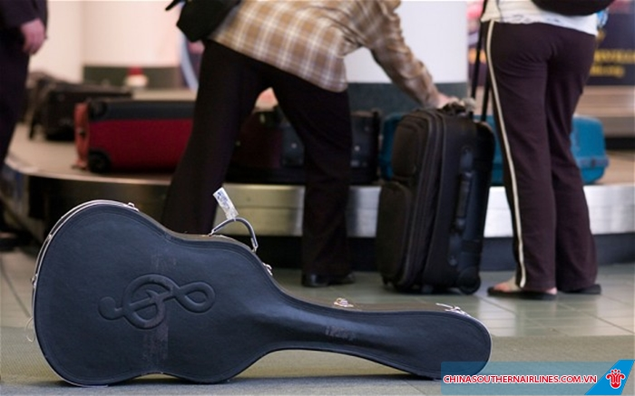 Hoàn toàn được phép mang nhạc cụ khi đi máy bay