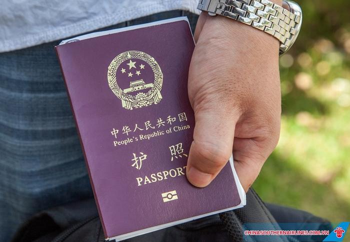 Hộ chiếu là giấy tờ không thể thiếu khi đi nước ngoài
