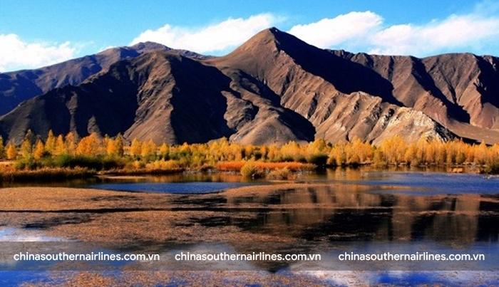 Tháng 4 đến tháng 10 là thời điểm đẹp để đến Tây Tạng