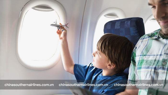 Mang theo đồ chơi để trẻ thoải mái trên các chuyến bay