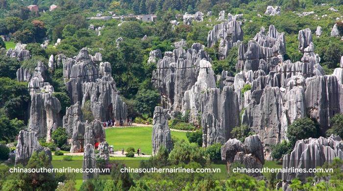 Rừng đá Thạch Lâm với những cột đá chọc trời