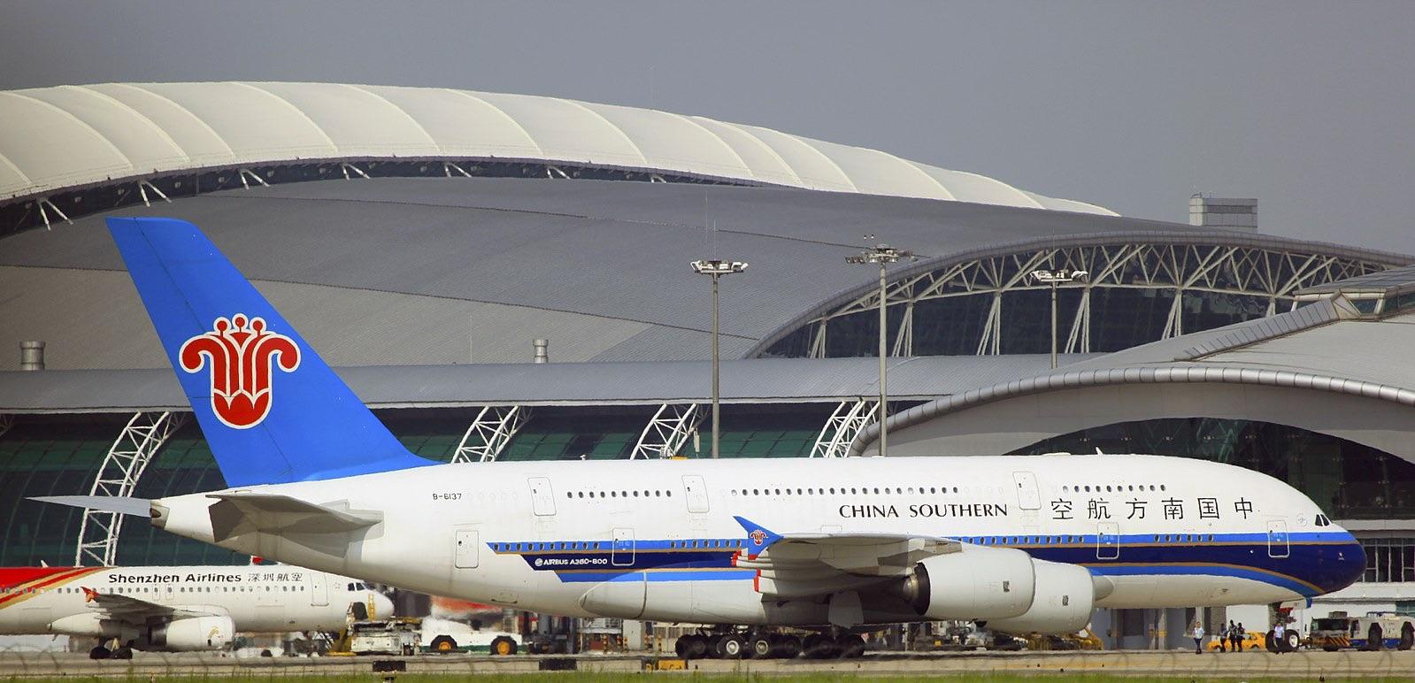 China Airlines đậu tại sân bay Nội Bài